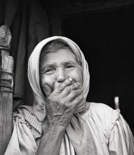 old-woman-from-maramures-romania-emanuel-tanjala